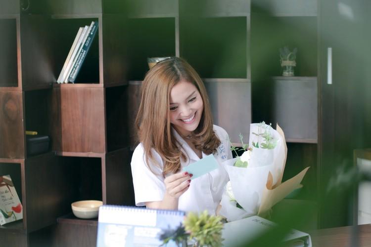 Gai mot con Ngoc Anh cap ke trai la trong MV moi-Hinh-2