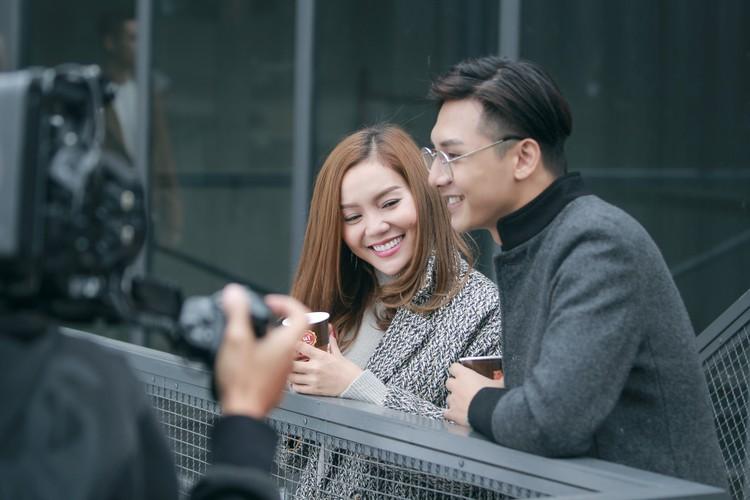 Gai mot con Ngoc Anh cap ke trai la trong MV moi-Hinh-4