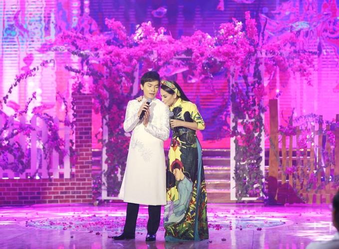 Phi Nhung nhieu lan hon Manh Quynh tren san khau-Hinh-5