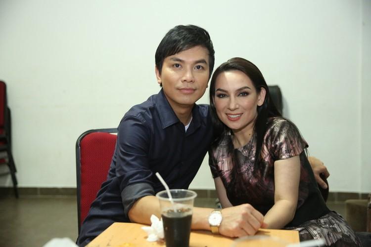 Phi Nhung nhieu lan hon Manh Quynh tren san khau-Hinh-7
