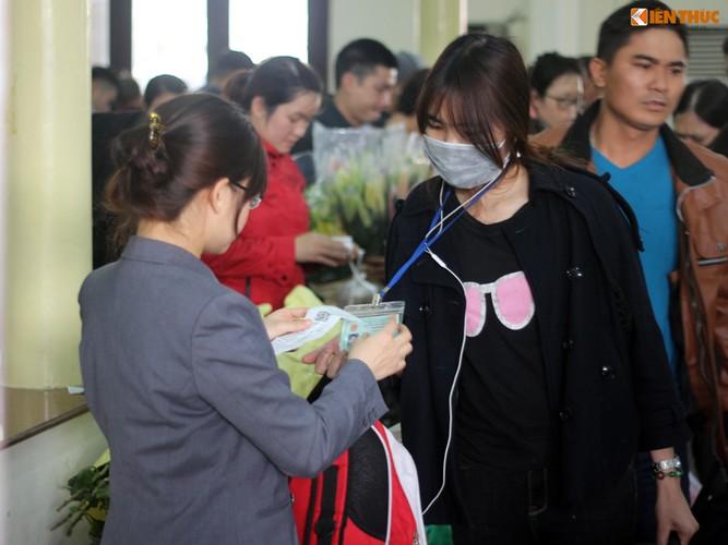 Anh: Hanh khach meu mao vi khong kip len tau ve que an Tet-Hinh-10