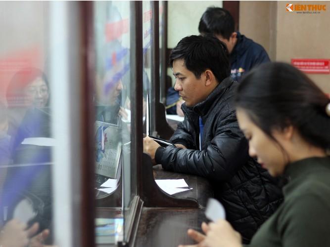 Anh: Hanh khach meu mao vi khong kip len tau ve que an Tet