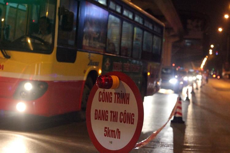 Anh: Cau thanh cong tau len ray duong sat tren cao Cat Linh – Ha Dong-Hinh-7