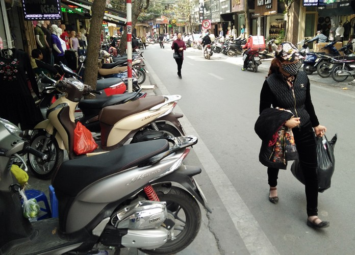 "Anh: Via he pho co Ha Noi bi cac ho kinh doanh ""nuot"" gon-Hinh-14"