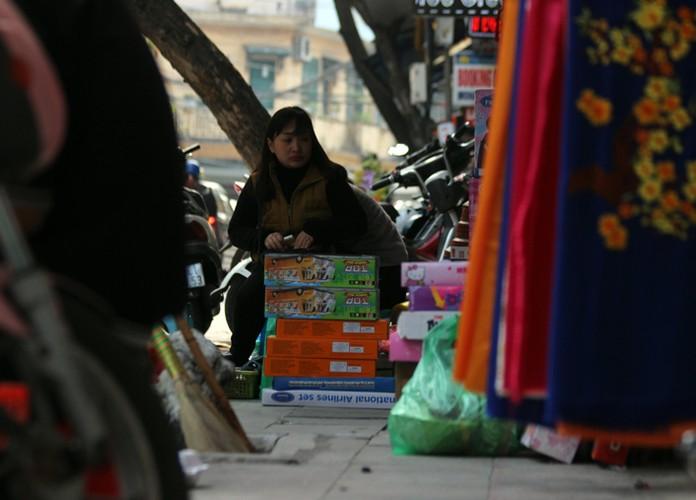"Anh: Via he pho co Ha Noi bi cac ho kinh doanh ""nuot"" gon-Hinh-2"