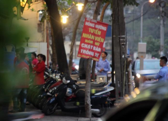 Anh: Quan bia via he Ha Noi chiem het duong nguoi di bo-Hinh-7