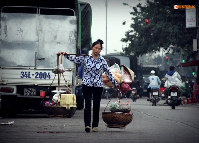 Anh: Nhung nguoi phu nu khong biet den hoa ngay 8/3-Hinh-2