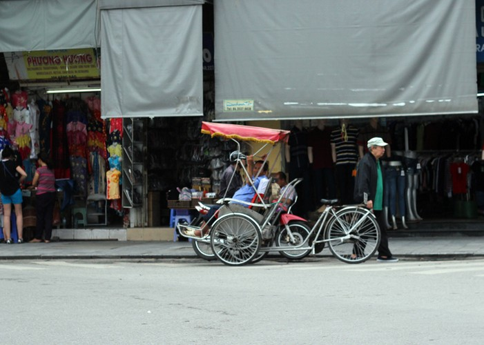 Ha Noi phat do xe vi pham: Hut dieu thuoc lao, mat 70 nghin-Hinh-2
