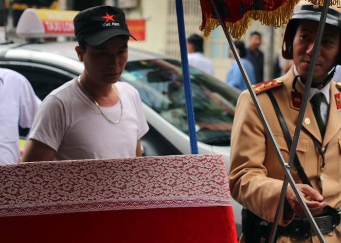 Ha Noi phat do xe vi pham: Hut dieu thuoc lao, mat 70 nghin-Hinh-4