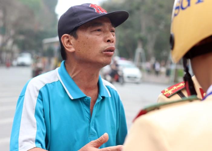 Ha Noi phat do xe vi pham: Hut dieu thuoc lao, mat 70 nghin-Hinh-7