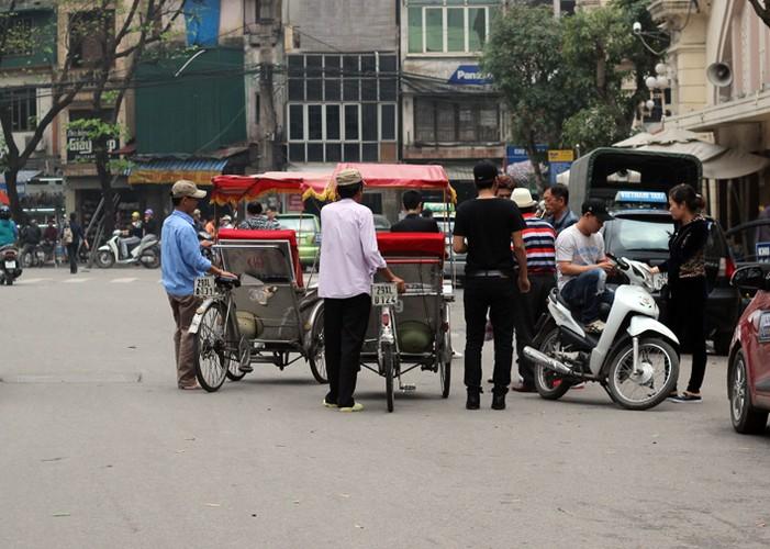 Ha Noi phat do xe vi pham: Hut dieu thuoc lao, mat 70 nghin