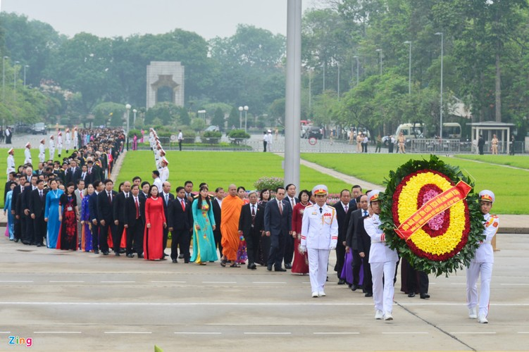 Anh: Dai bieu Quoc hoi vieng Chu tich Ho Chi Minh-Hinh-4