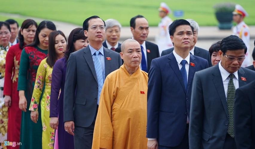 Anh: Dai bieu Quoc hoi vieng Chu tich Ho Chi Minh-Hinh-8