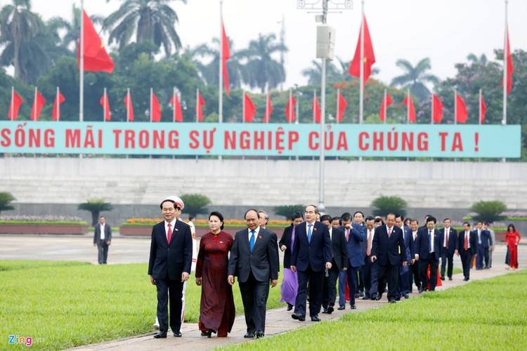 Anh: Dai bieu Quoc hoi vieng Chu tich Ho Chi Minh-Hinh-9