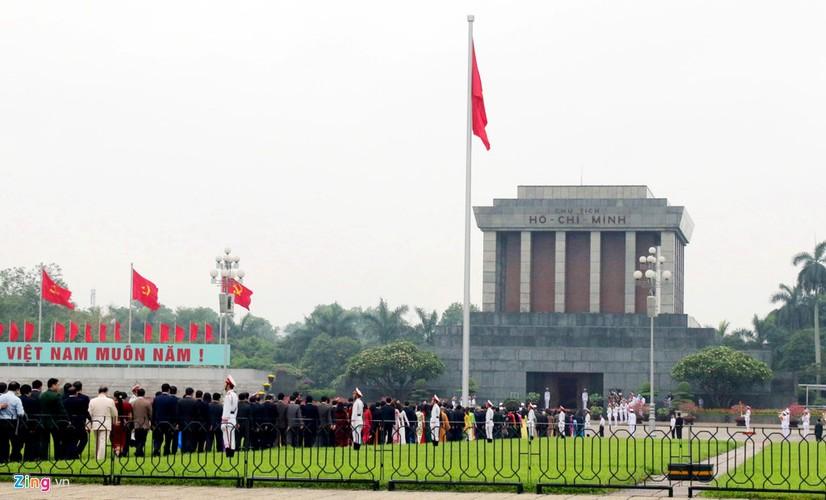 Anh: Dai bieu Quoc hoi vieng Chu tich Ho Chi Minh