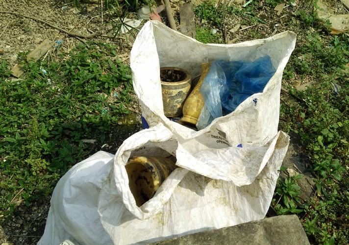 Anh: Kinh hoang canh bat huong va rac ban ngap ho Den Lu - Ha Noi-Hinh-12