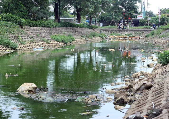 Anh: Kinh hoang canh bat huong va rac ban ngap ho Den Lu - Ha Noi-Hinh-3