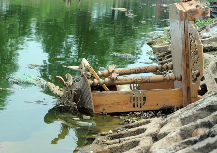Anh: Kinh hoang canh bat huong va rac ban ngap ho Den Lu - Ha Noi-Hinh-7