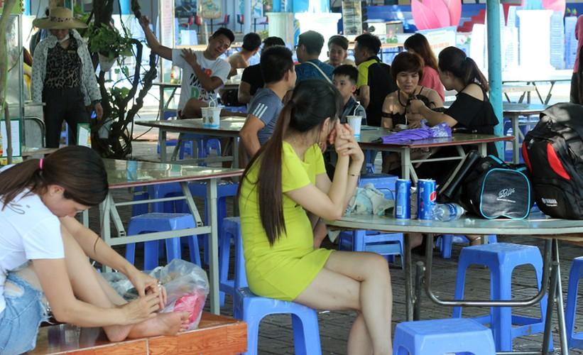 Anh: Nang nong, dan do xo nhau den cong vien Ho Tay tam giai nhiet-Hinh-27