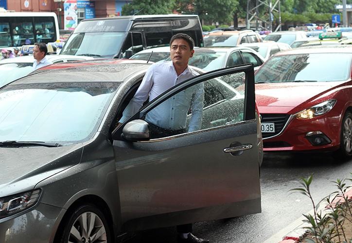 Anh: O to, xe may mac ket nhieu gio dong ho sau mua o HN-Hinh-8