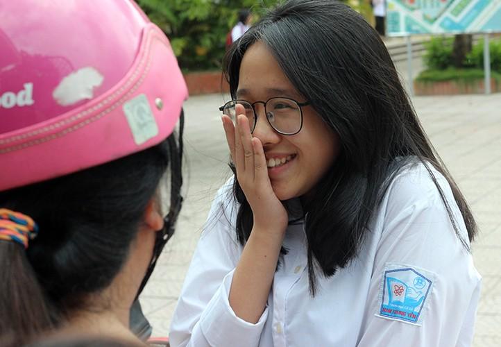 Anh: Thi sinh cuoi rang ro sau thi vao lop 10 mon Ngu van-Hinh-11