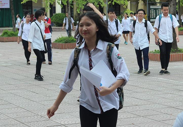Anh: Thi sinh cuoi rang ro sau thi vao lop 10 mon Ngu van-Hinh-4
