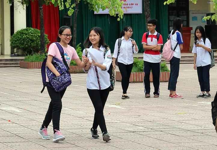 Anh: Thi sinh cuoi rang ro sau thi vao lop 10 mon Ngu van-Hinh-7
