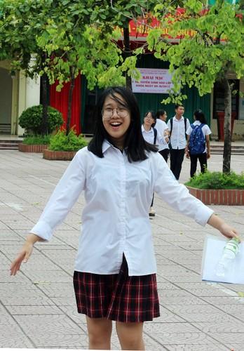 Anh: Ve dep trong treo cua nu sinh thi vao lop 10 Ha Noi-Hinh-2