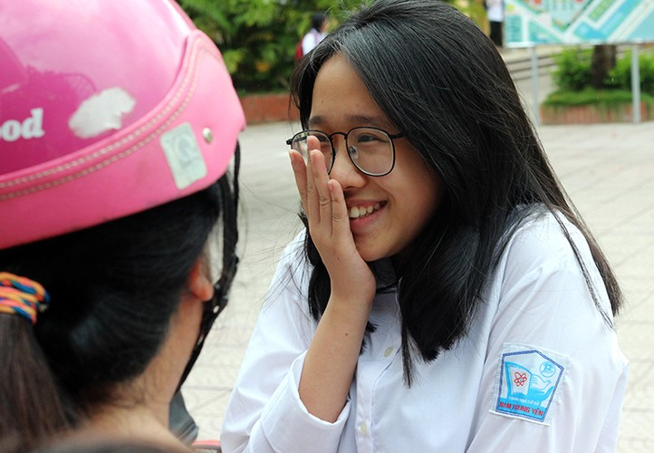 Anh: Ve dep trong treo cua nu sinh thi vao lop 10 Ha Noi-Hinh-3