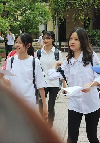 Anh: Ve dep trong treo cua nu sinh thi vao lop 10 Ha Noi-Hinh-5