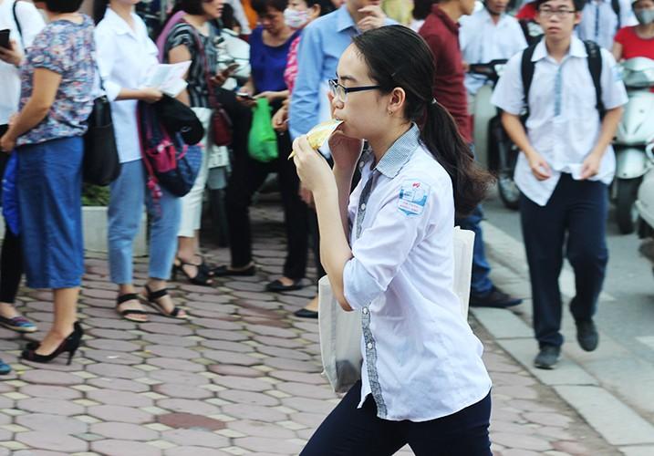 Anh: Ve dep trong treo cua nu sinh thi vao lop 10 Ha Noi-Hinh-6