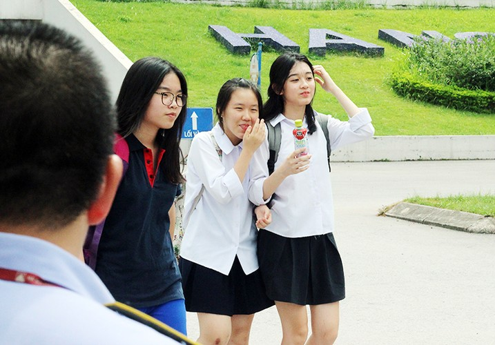 Anh: Ve dep trong treo cua nu sinh thi vao lop 10 Ha Noi-Hinh-8