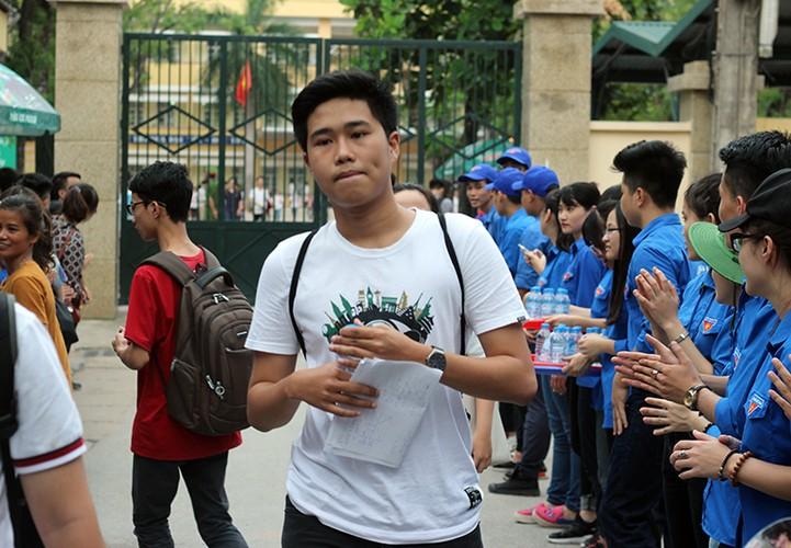 Thi sinh nhan nho mat sau thi mon Toan THPT Quoc gia 2017-Hinh-2