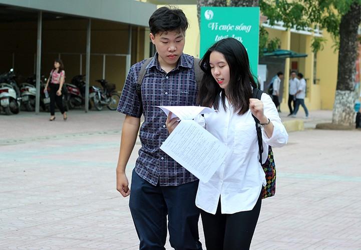 Thi sinh nhan nho mat sau thi mon Toan THPT Quoc gia 2017-Hinh-5