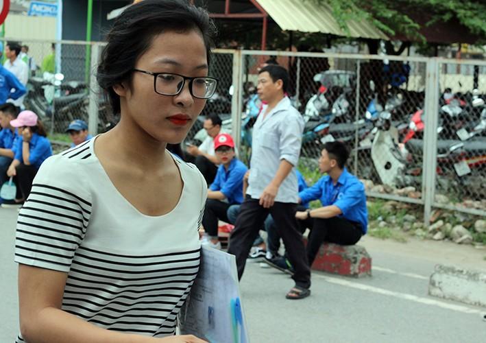 Thi THPT Quoc gia 2017: Nhieu thi sinh lao nhu bay vi den muon-Hinh-11
