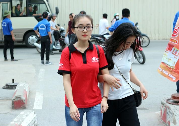 Thi THPT Quoc gia 2017: Nhieu thi sinh lao nhu bay vi den muon-Hinh-2