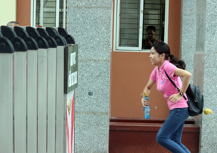 Thi THPT Quoc gia 2017: Nhieu thi sinh lao nhu bay vi den muon-Hinh-9