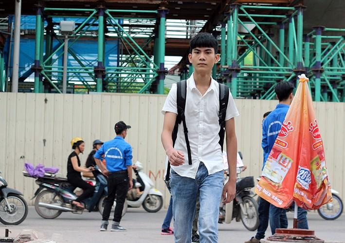 Thi THPT Quoc gia 2017: Nhieu thi sinh lao nhu bay vi den muon