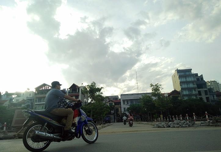 """Muc so thi pho di bo Trinh Cong Son truoc ngay thay """"ao moi""""-Hinh-16"""