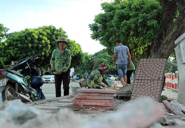 """Muc so thi pho di bo Trinh Cong Son truoc ngay thay """"ao moi""""-Hinh-5"""