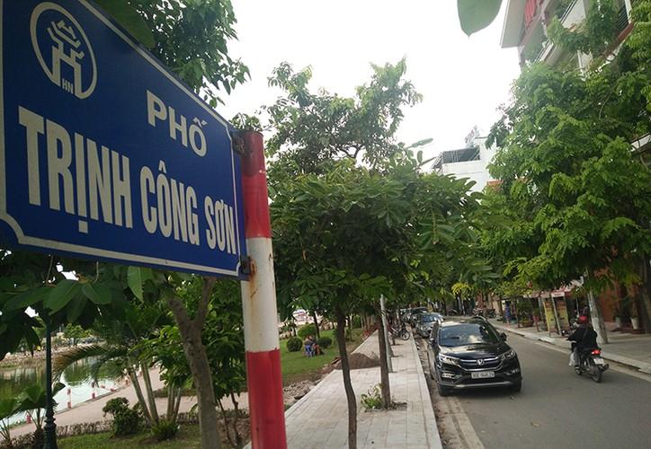 """Muc so thi pho di bo Trinh Cong Son truoc ngay thay """"ao moi"""""""