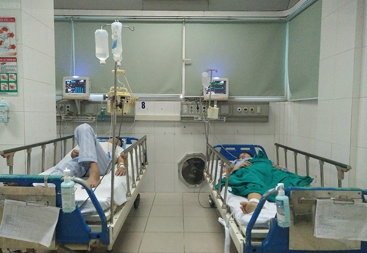 Anh: PTT Vu Duc Dam kiem tra tinh hinh benh nhan sot xuat huyet-Hinh-3