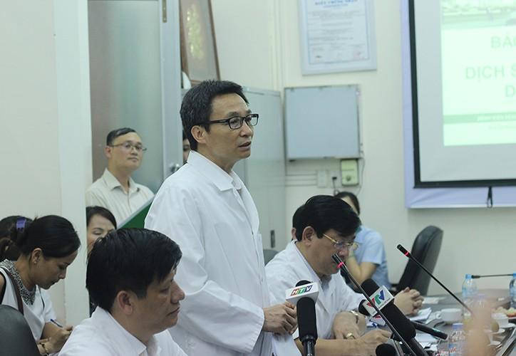 Anh: PTT Vu Duc Dam kiem tra tinh hinh benh nhan sot xuat huyet-Hinh-5