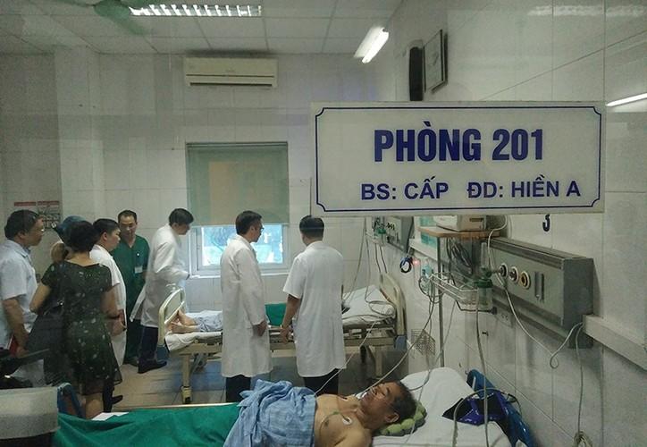 Anh: PTT Vu Duc Dam kiem tra tinh hinh benh nhan sot xuat huyet-Hinh-8
