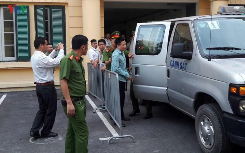 La lung: Mang toi danh chong chat, Ha Van Tham van cuoi tuoi-Hinh-2