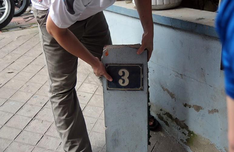 Kinh hoang o to dam thung tuong nha dan o Ha Noi-Hinh-3