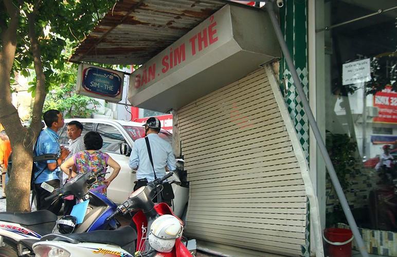 Kinh hoang o to dam thung tuong nha dan o Ha Noi-Hinh-8