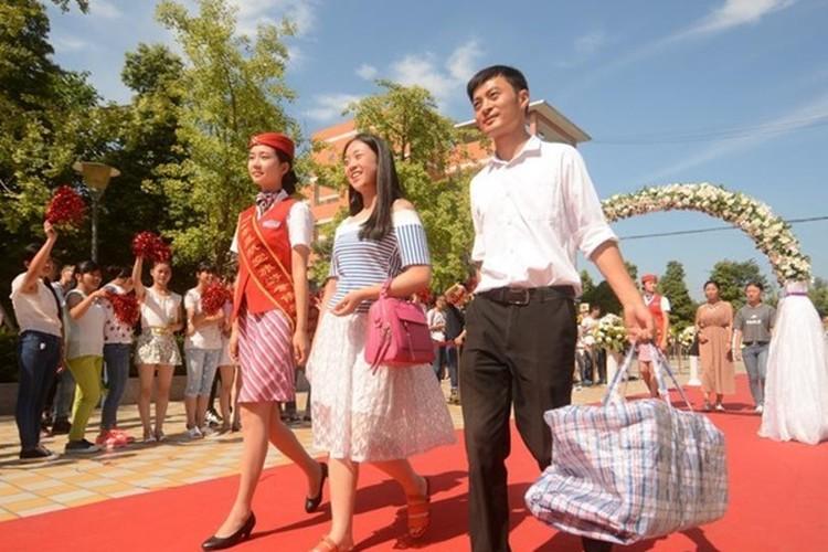 Man don tan sinh vien gay choang cua Hoc vien Hang khong-Hinh-3