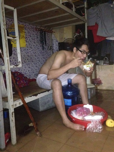 Ha Noi mua lon khien sinh vien thue tro khon don-Hinh-2