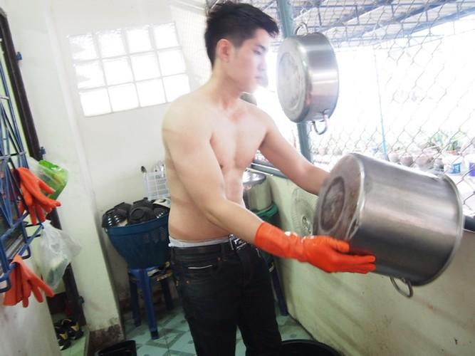 Hot boy rua bat da trang non na khien gai tre phat cuong-Hinh-2